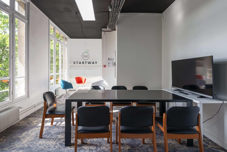 location de salle de réunion à Paris 16 dans le quartier d'Exelmans au sein de l'espace de coworking Start-Way. Salle de formation, meetup, afterworks, creative room