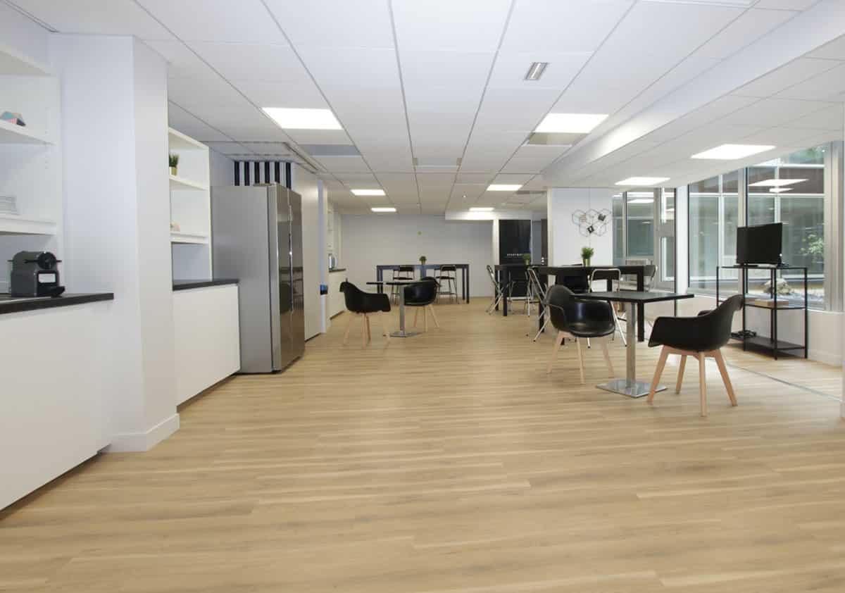 cuisine coworking ecosyst me centre d 39 affaires bureaux r union domiciliation. Black Bedroom Furniture Sets. Home Design Ideas