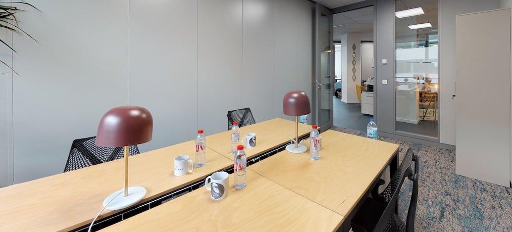 Coworking à Issy les Moulineaux. Centre d'affaires bureaux à louer, domiciliation