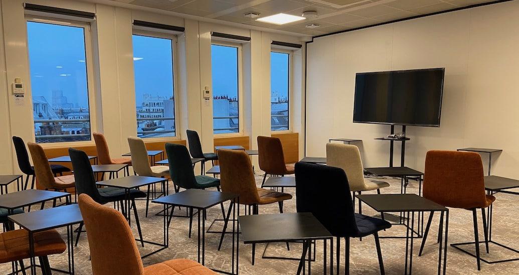 Location de salle de réunion à Paris Porte Maillot et espace de télétravail au sein du coworking de Paris 17